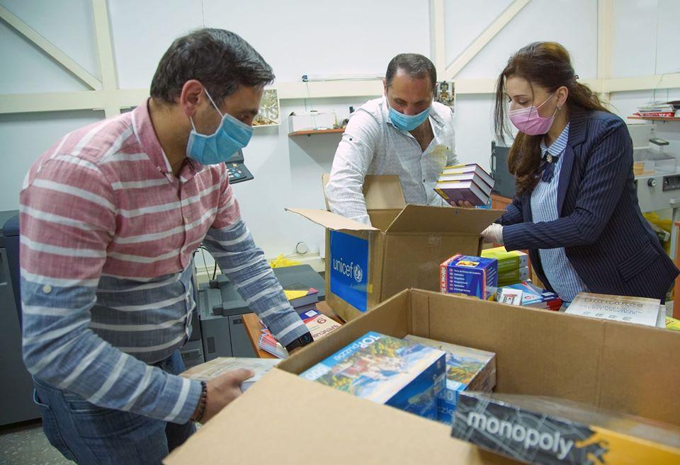 Մայիս ամսին ՅՈՒՆԻՍԵՖ-ը «Աբովյան» ՔԿՀ-ում գտնվող անչափահաս երեխաներին է տրամադրել թվով 79 կրթական նյութ, այդ թվում ՝ գրքեր, դասագրքեր և բառարաններ, սեղանի խաղ: