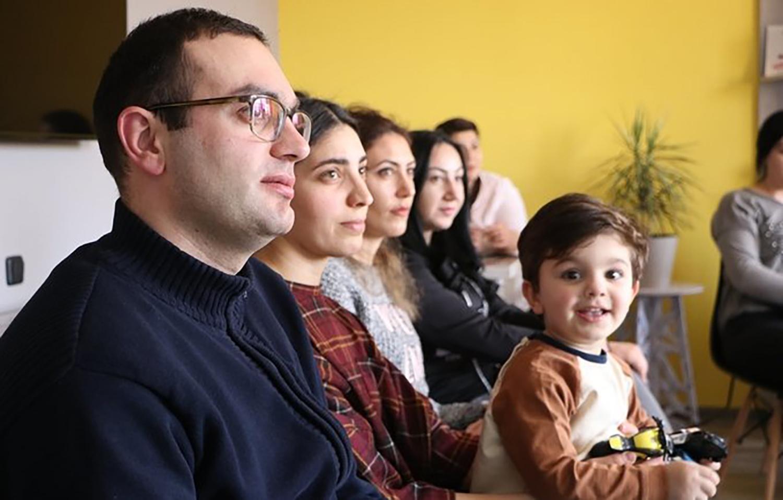 «Հոգատարություն հանուն հավասարության» ծնողավարության դասընթացի մասնակիցները։