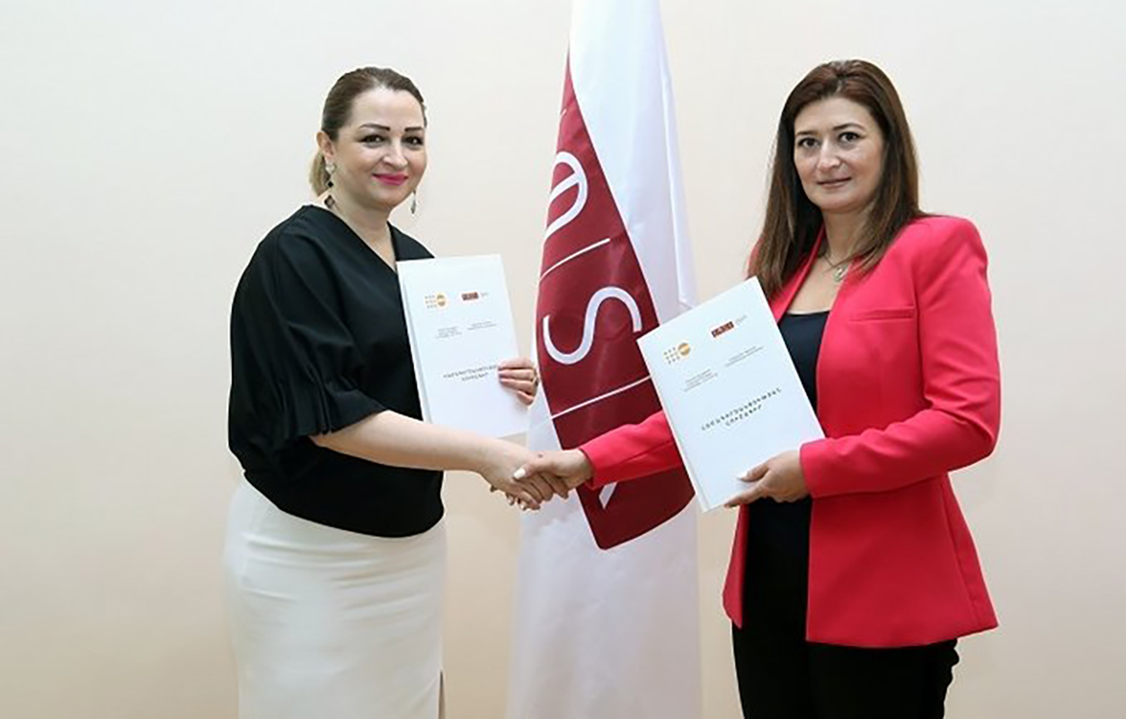 UNFPA Armenia Head of Office, Tsovinar Harutyunyan and ASUE Rector, Diana Galoyan shake hands after signing of the cooperation agreement.