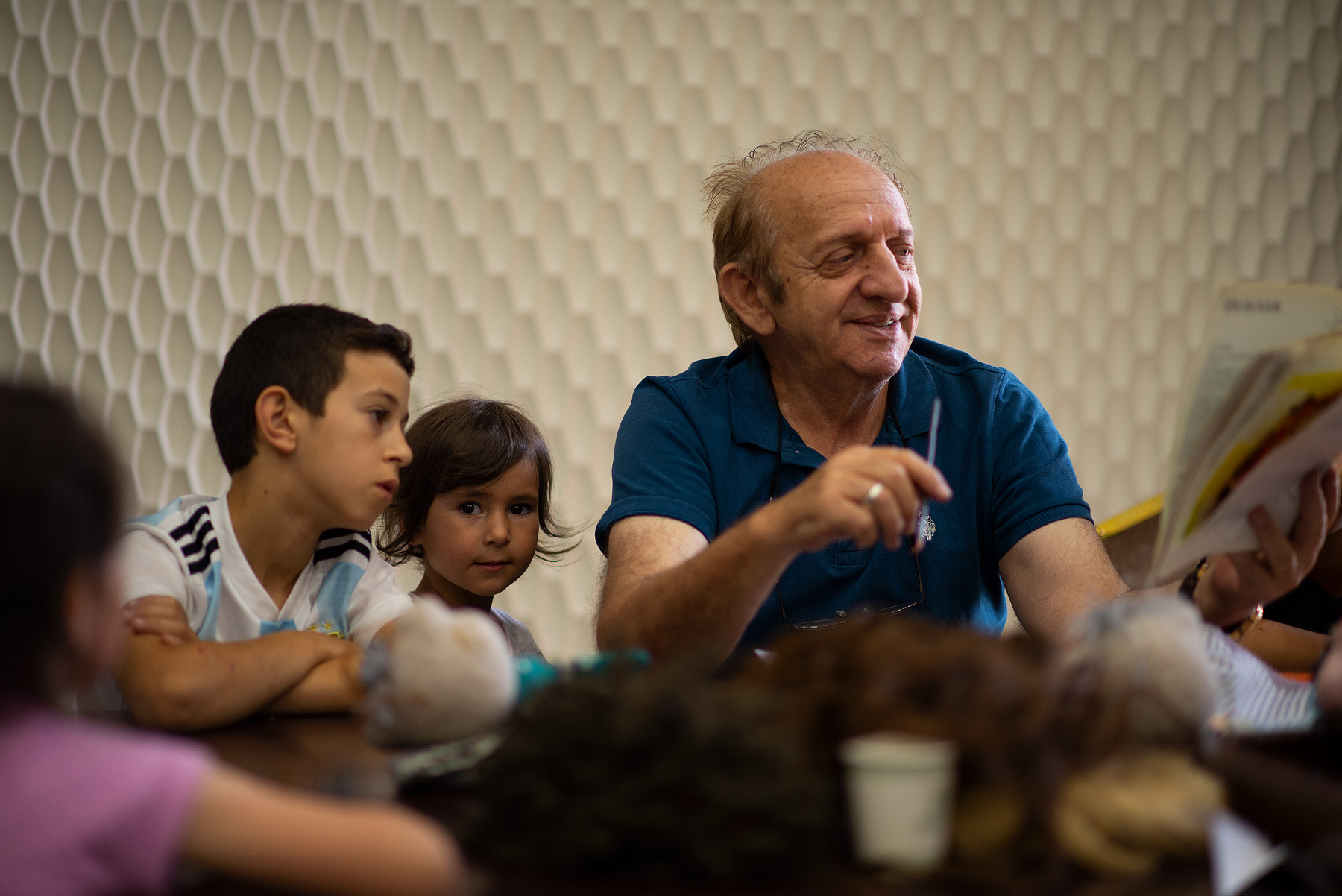 Children with an actor during drama therapy.