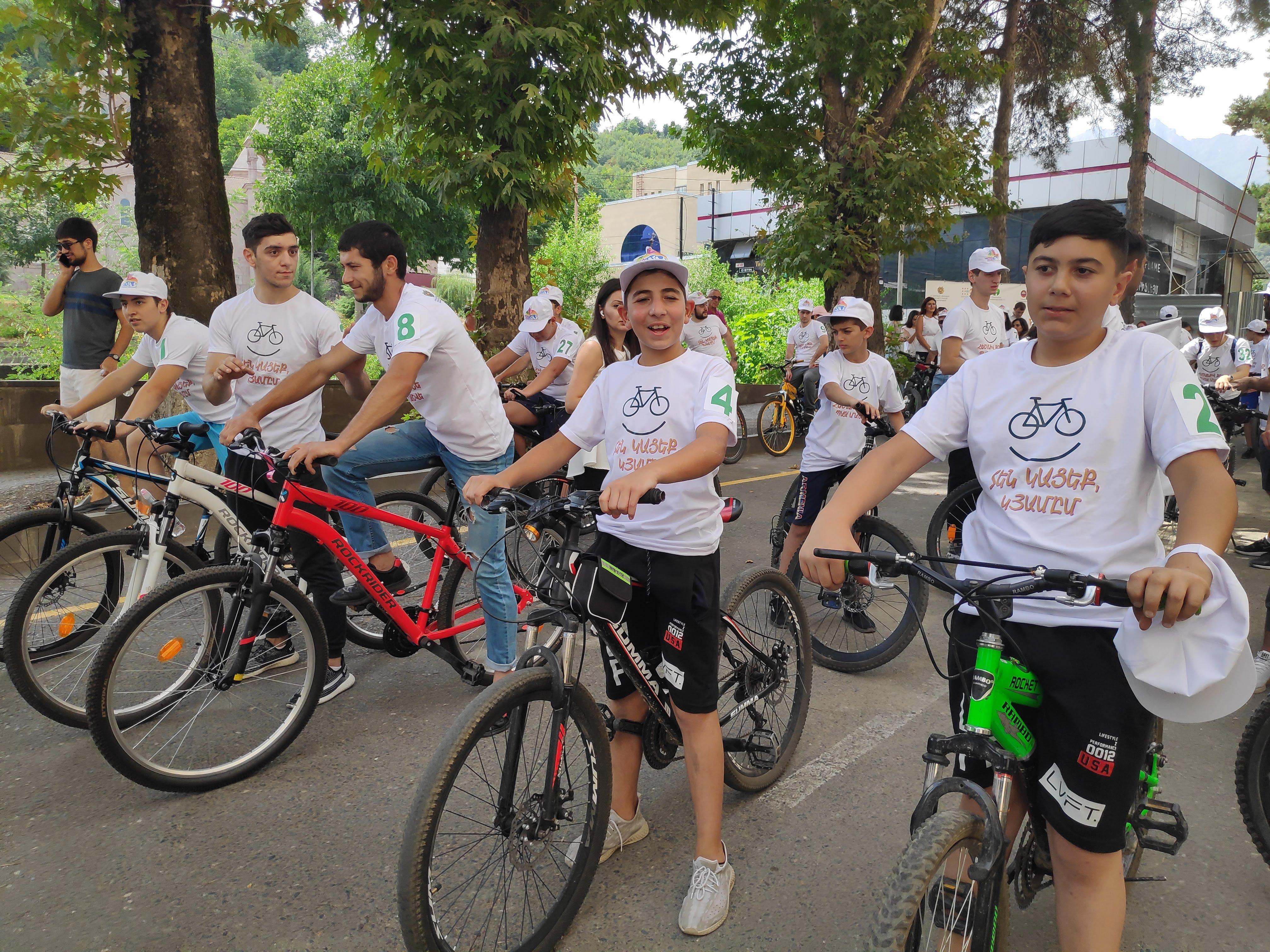 Boys getting ready for the Healthy Bike Run.