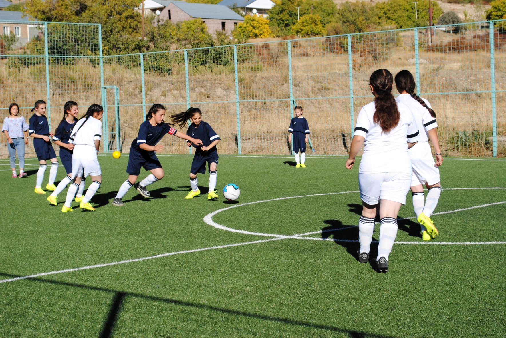 The girls' football team of Khachik.